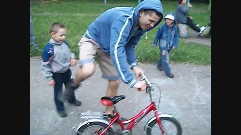Вадим и Алексей на велосипедике Июнь 2012 год