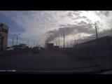 Момент аварии сегодня утром на путепроводе на 10 лет Октября (смотреть с 1:10)