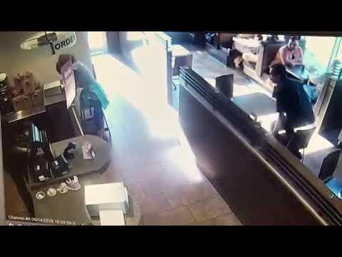 Жесть Насрала прям в кафе и кинула говно в кассира » Freewka.com - Смотреть онлайн в хорощем качестве