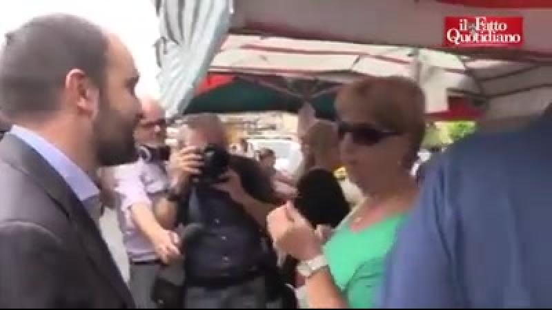 Orfini va al mercato chiedendo alla... - Marcello Pasquale.mp4