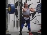 Стефани Кохен,  приседания на груди 143 кг на 3 раза