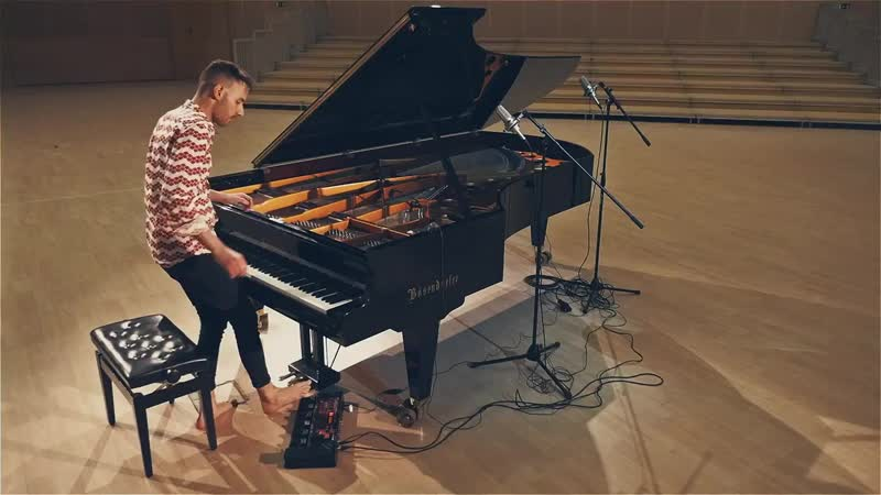 Peter Bence виртуозно сыграл на пианино кавер Toto - AFRICA