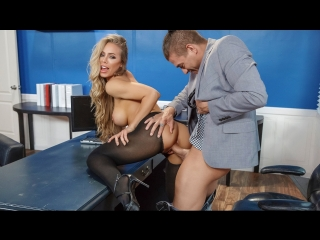 Nicole Aniston (Summertime And The Livin' Is Sleazy) секс порно