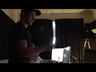 Зак впервые слушает запись песни из
