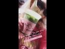 Victoria's Secret via Instagram Stories Melhores bebidas na cidade! Eu amo matcha! @ChaChaMatchaNYC.