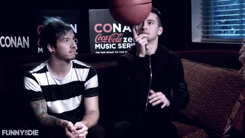 Ребята, а ,вы, любите баскетбол?/Twenty one Pilots/Tyler Joseph/Josh Dun/Vines