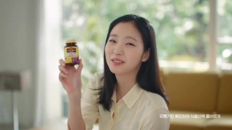 Ким Гоын в рекламном ролике бренда витаминов «Nature Made».