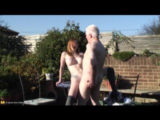Старый дед трахает молодую внучку на улице [old man, natural tits, oral, hardcore, old fuck young, daughter, incest]