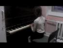 Доча играет на фортепиано