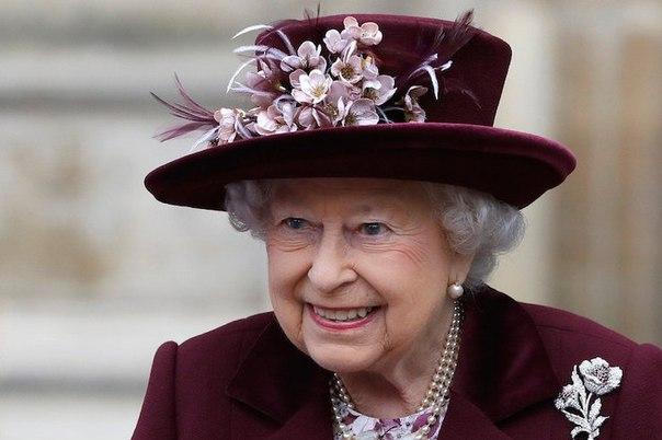 Что Елизавета II всегда носит в своей сумке
