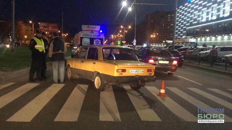 ДТП на Олексіївці зламали ноги на переході