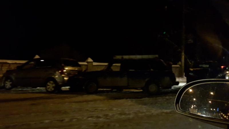 На ул.Чернышевского в Вологде из-за ДТП образовалась пробка