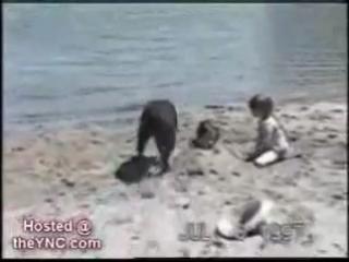 Лев раздирает человека на куски !!! НЕ ДЛЯ СЛАБЫХ - НЕРВНЫХ!