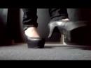 Школьница в красивых туфлях позирует красивые ножки фут фетиш schoolgirl