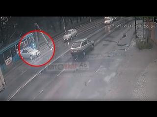 Момент дтп сегодня утром ул 1-я Кожевенная 17.07.2018