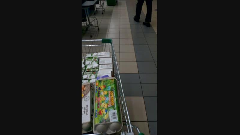 В магазине Перекрёсток Советская 12 продают просрочку.