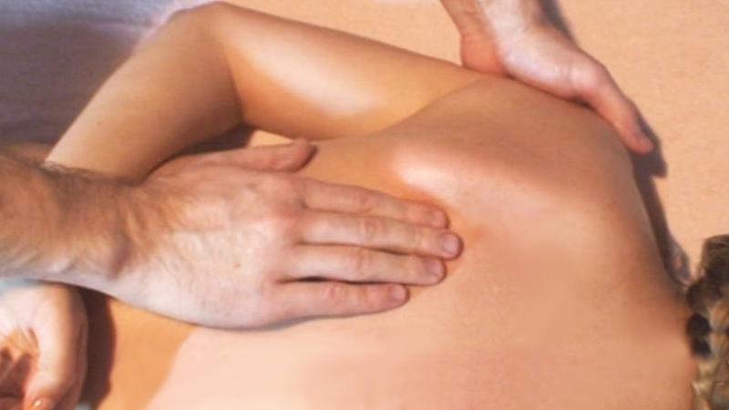 Массаж грудного отдела позвоночника при болях в спине. Massage of the thoracic spine for back pain