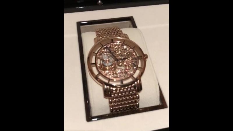 Конор МакГрегор : Мои последние часы. Сделаны из розового золота.