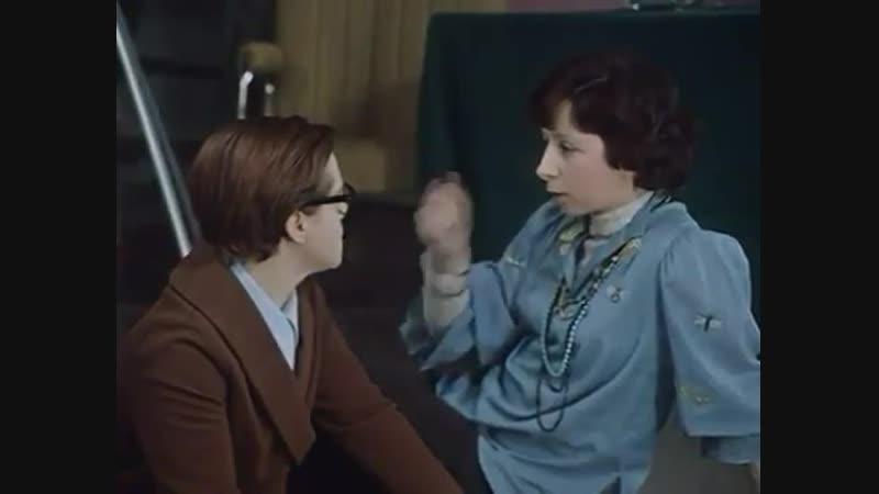 Всё дело в походке девочки: Фильм Служебный роман 1977 года.