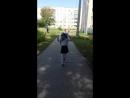 Бежит скорее домой после школы)