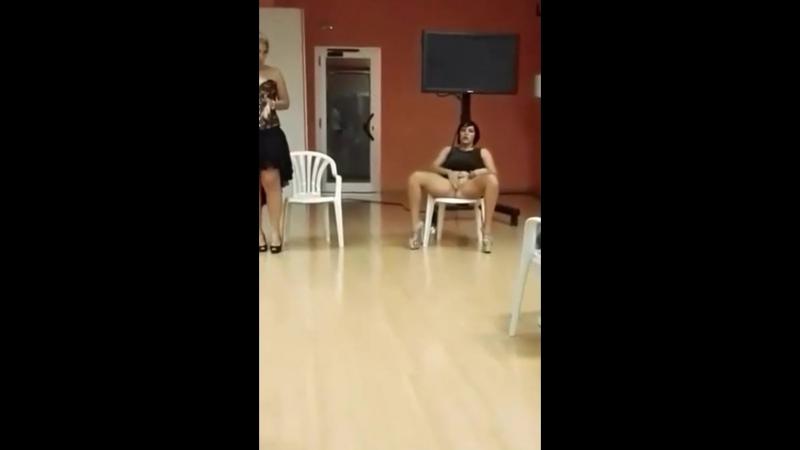Seks Dersinde Sınıfın Ortasında Boşalıyor