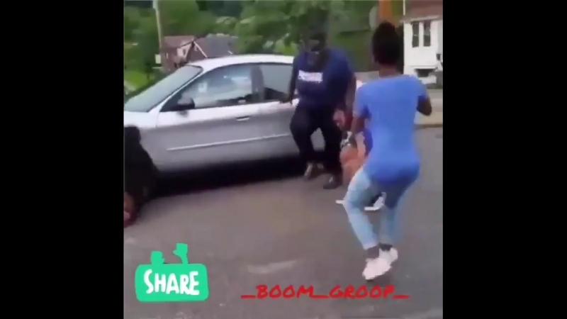 Большая горилла в ярости