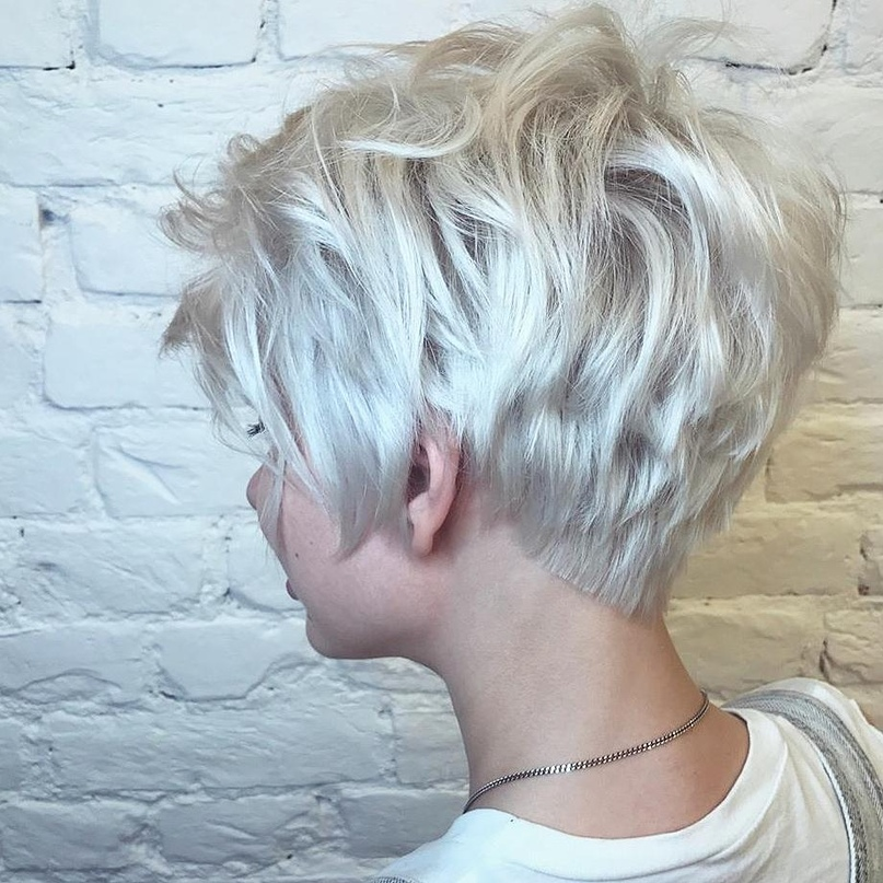 Как же следует стричь волосы в году, что выглядеть модно и стильно?