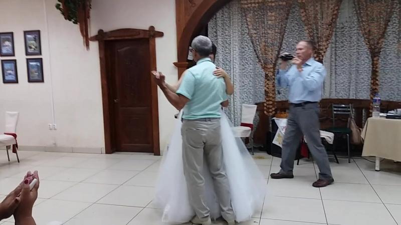 Этот белый танец отца и дочери