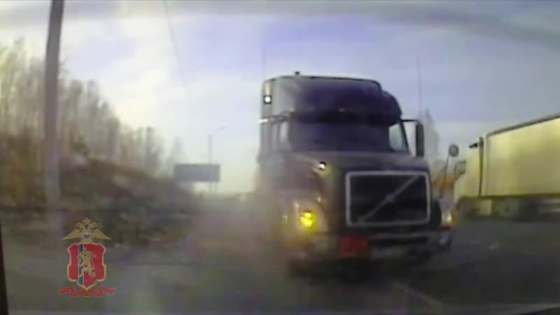 Полицейские задержали на трассе водителя бензовоза, не имевшего права на перевозку опасного груза