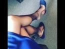 В синих балетках
