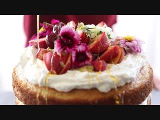Кокосовый торт Eton Mess с взбитым кремом рикотта