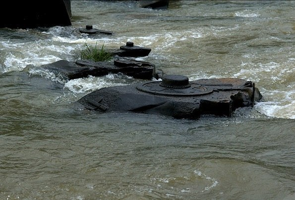 Мегалиты Индии: Комплекс Сахасралинг Этот археологический комплекс под названием Сахасралинга расположен на реке Шалмала в индийском штате Карнатака. Когда наступает лето, и уровень воды в реке