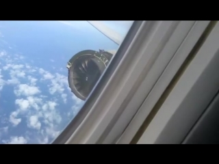 Direct look at the engine while in flight on UA Flight 1175 before emergency landing