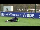 Тренировка вратарей в сборной Франции.