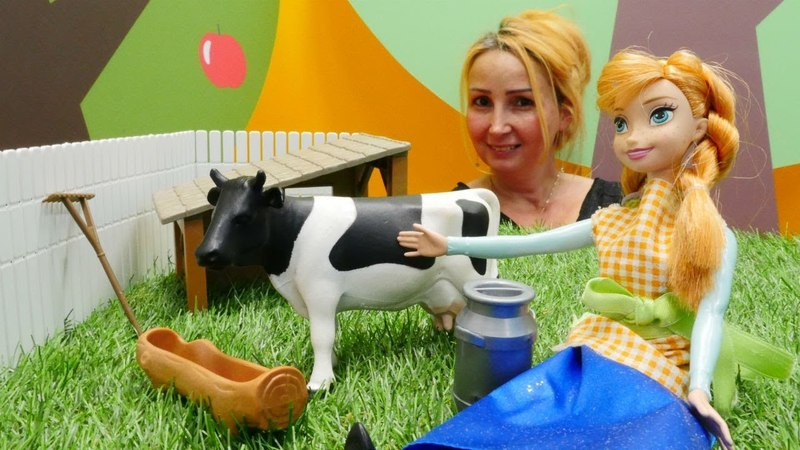 Ken hamile Barbie ile Özge'nin kafesine kahvaltıya gidiyorlar
