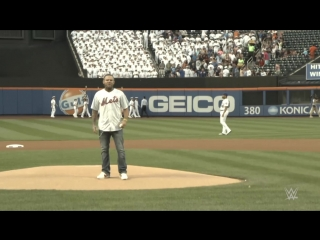Jeff Hardy throws incredible first pitch before Mets game