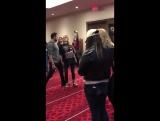 Джессика (Найла) и Сачин (Джексон) танцуют на конвенции