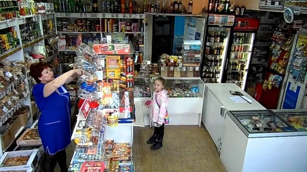Сотрудники томского магазина вызвали вооруженную охрану когда первоклассница забыла рассчитаться за леденец