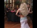 А на спине ценник что ли Танцует круто конечно. Глаз не оторвать!