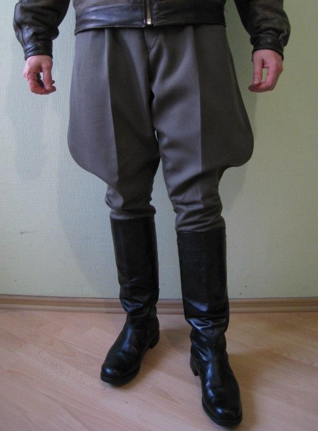 53ece3f3 ... образу комичности – они прекрасно скрывают недостатки и акцентируют  внимание на достоинствах мужской фигуры. Эти штаны очень практичные и  удобные.