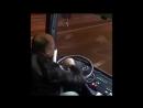 Водитель танцует лезгинку за рул м автобуса (720p).mp4