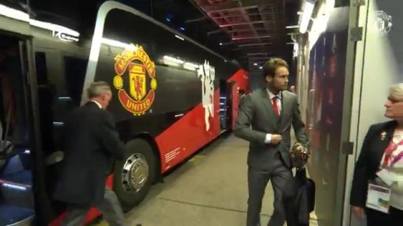 Прибытие <<Манчестер Юнайтед>> vk.com/uefa_fans