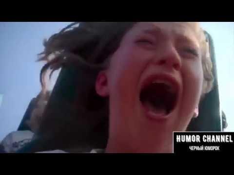Девушка безбожно вопит на карусели