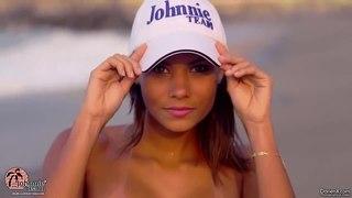 Супер модель Cecilia в глубоком микро бикини на пляже