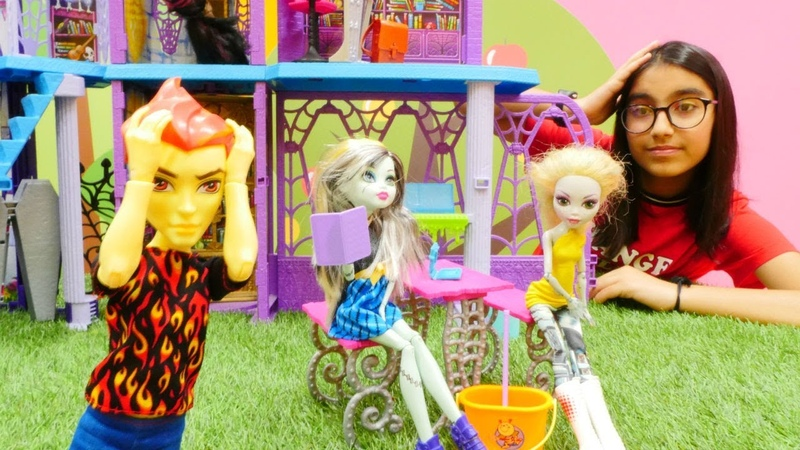 Monster High Frankienin yemek tarifi kitabının maceraları!