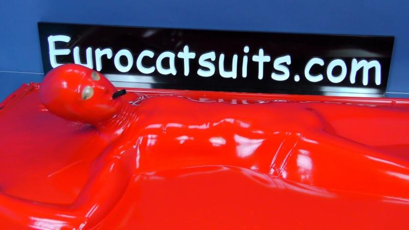 латексная вакуумная кровать - герметичная ,вы можете самостоятельно выключить насос ... Eurocatsuits.com