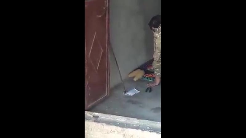 Момент взрыва и гибель боевика называвшего себя полковником Хасан Ахмед Али