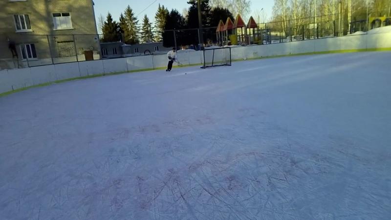 Старый хоккеист!