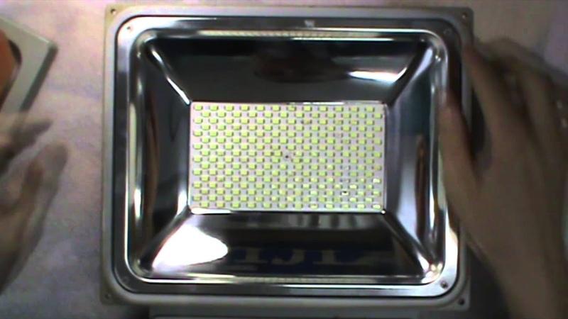 LED прожектор Jazzway. Обзор конструкции и его минусы.