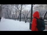 Зима пришла на Урал со снегопадом - мама в кадре - немного музыки (видео на английском и русском... сделать русские субтитры..)